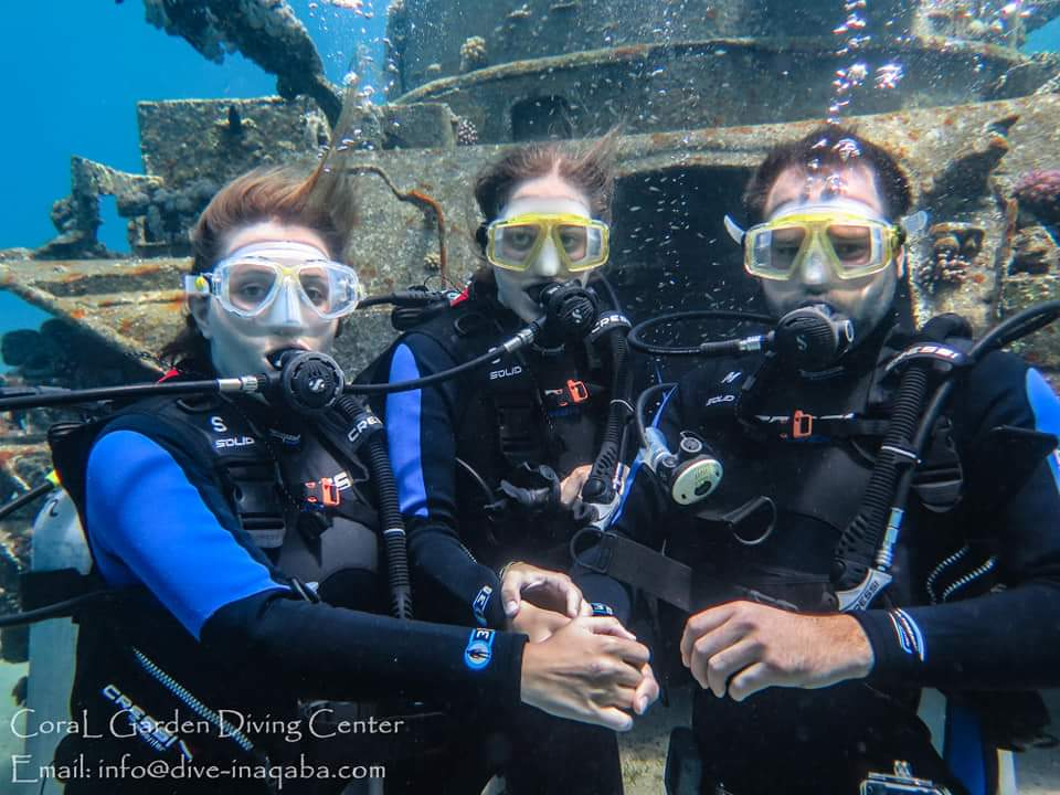 friends take photo underwater
